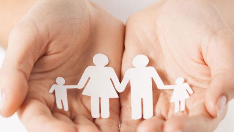 mani-con-famiglia-di-carta_800x451